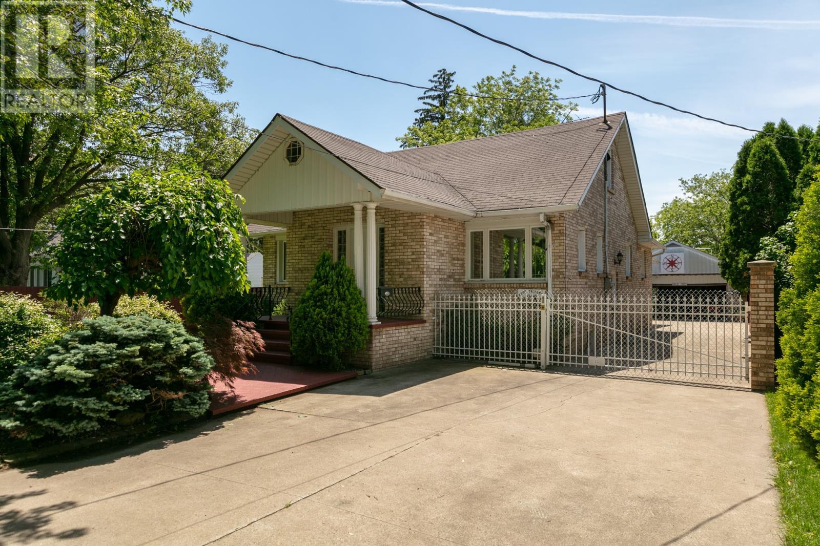 2929 Walker Rd, Windsor Home For Sale!