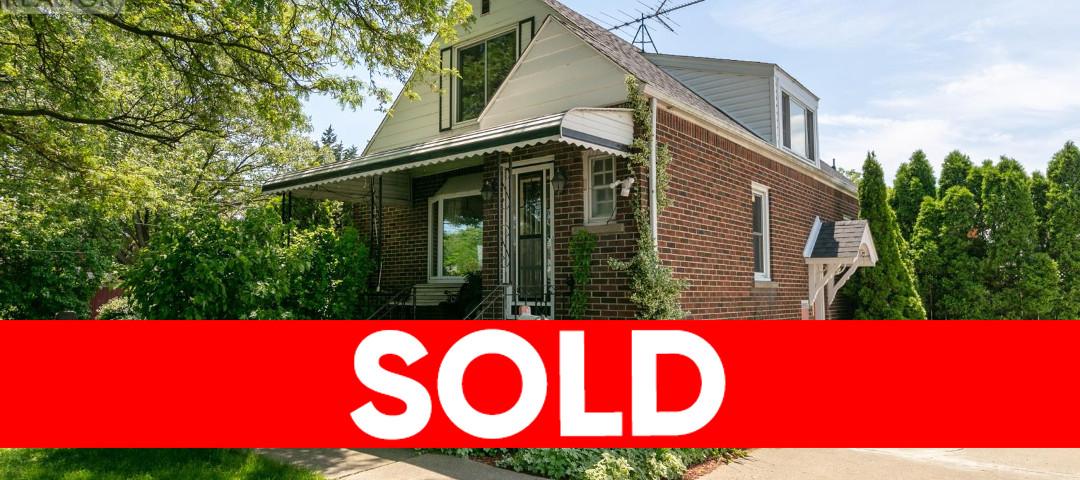 2923 Walker Rd, Windsor Home For Sale!